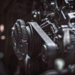 Jak wygląda przenoszenie napędu w maszynach elektrycznych?