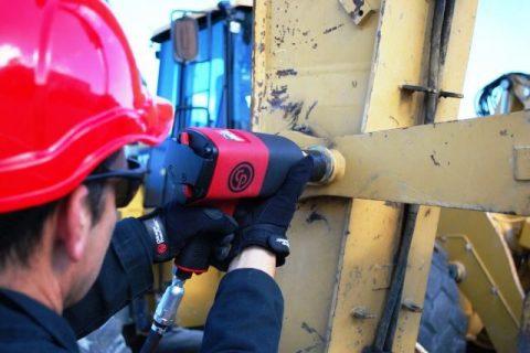 Klucze udarowe – narzędzia do przemysłu oraz do warsztatu